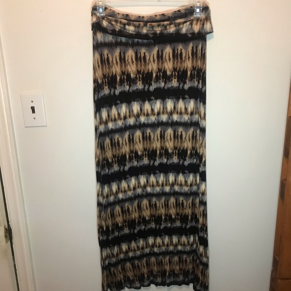 B Jewel Dresses & Skirts - B jewel graphic shirt